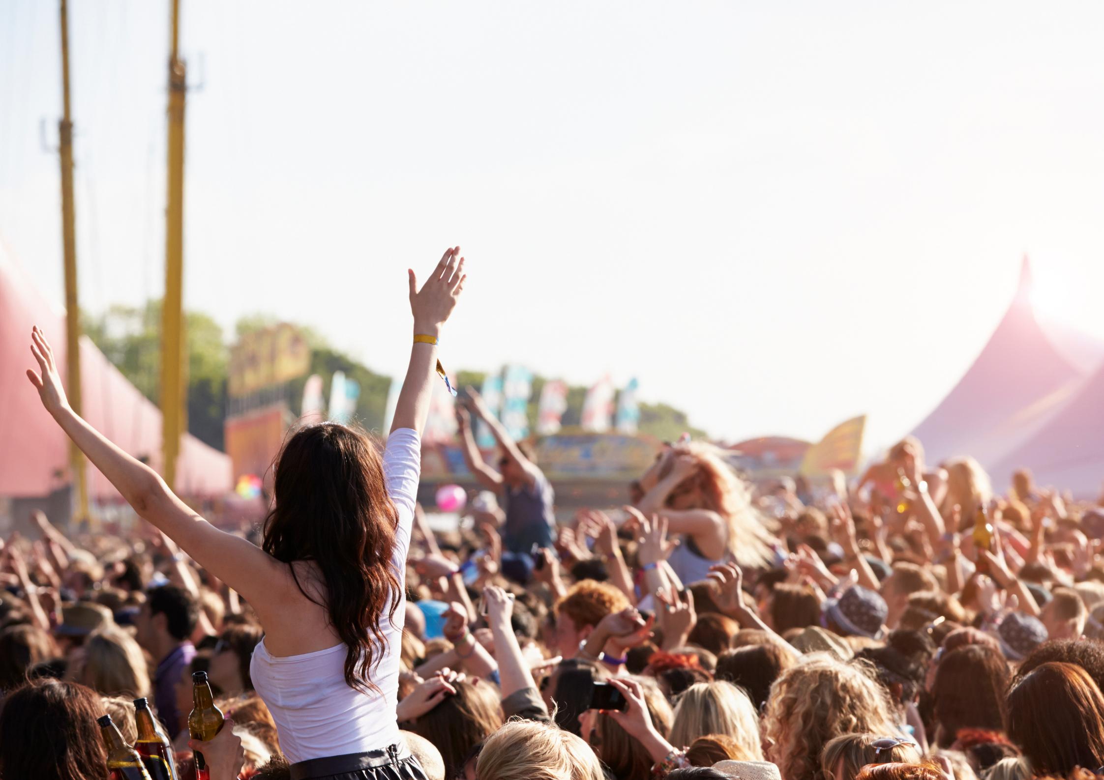 Pourquoi certains festivals choisissent d'annuler ou reporter les dates ?